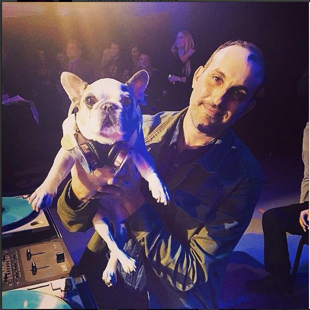 O cachorro-DJ animou a festa e levou o prêmio de melhor apresentação: DJ Mama, ou Mama the Frenchie (ele é um buldogue francês)