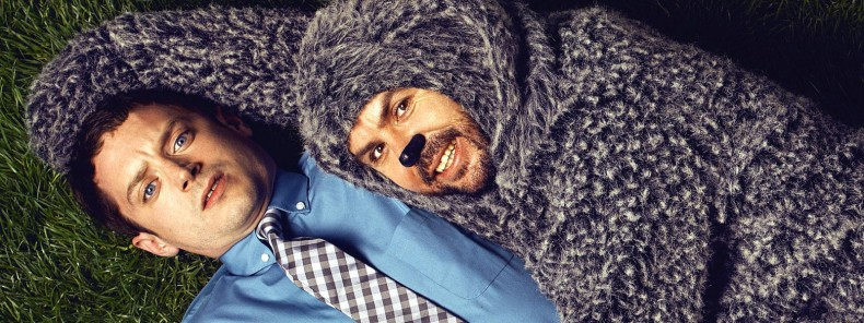 "Elijah Wood e Jason Gann, de cachorro, na série ""Wilfred"""
