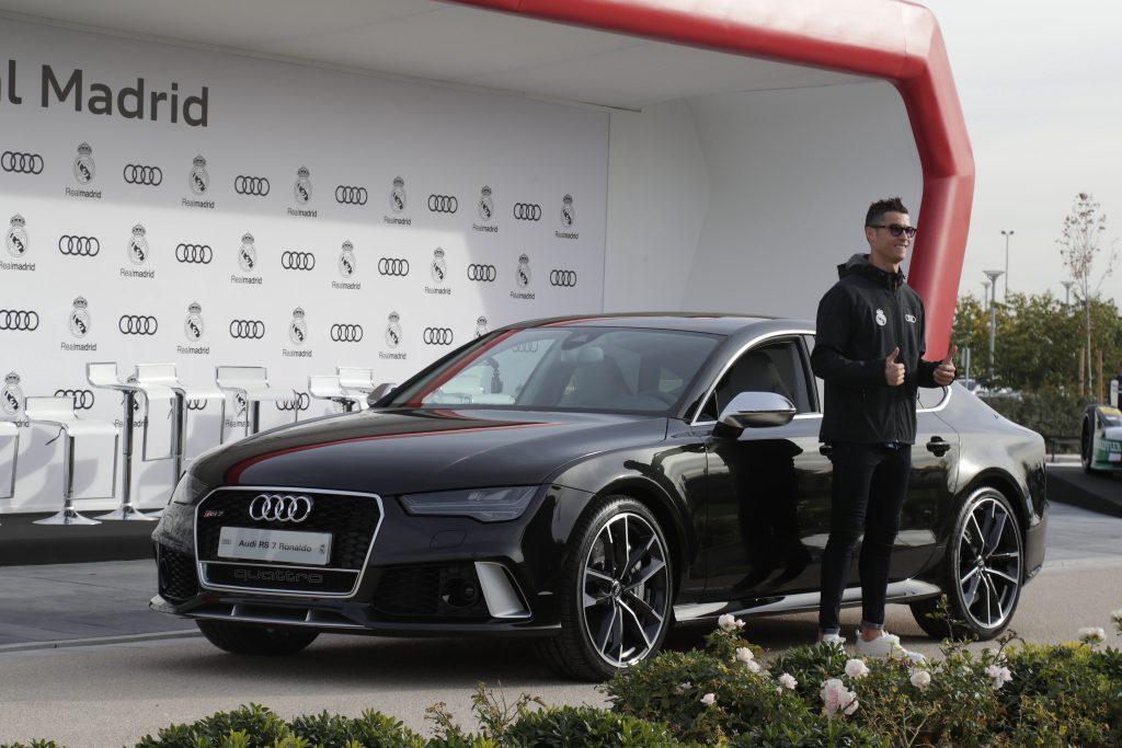 Patrocinadora do Real Madrid, a Audi deu vários de seus modelos para Cristiano.