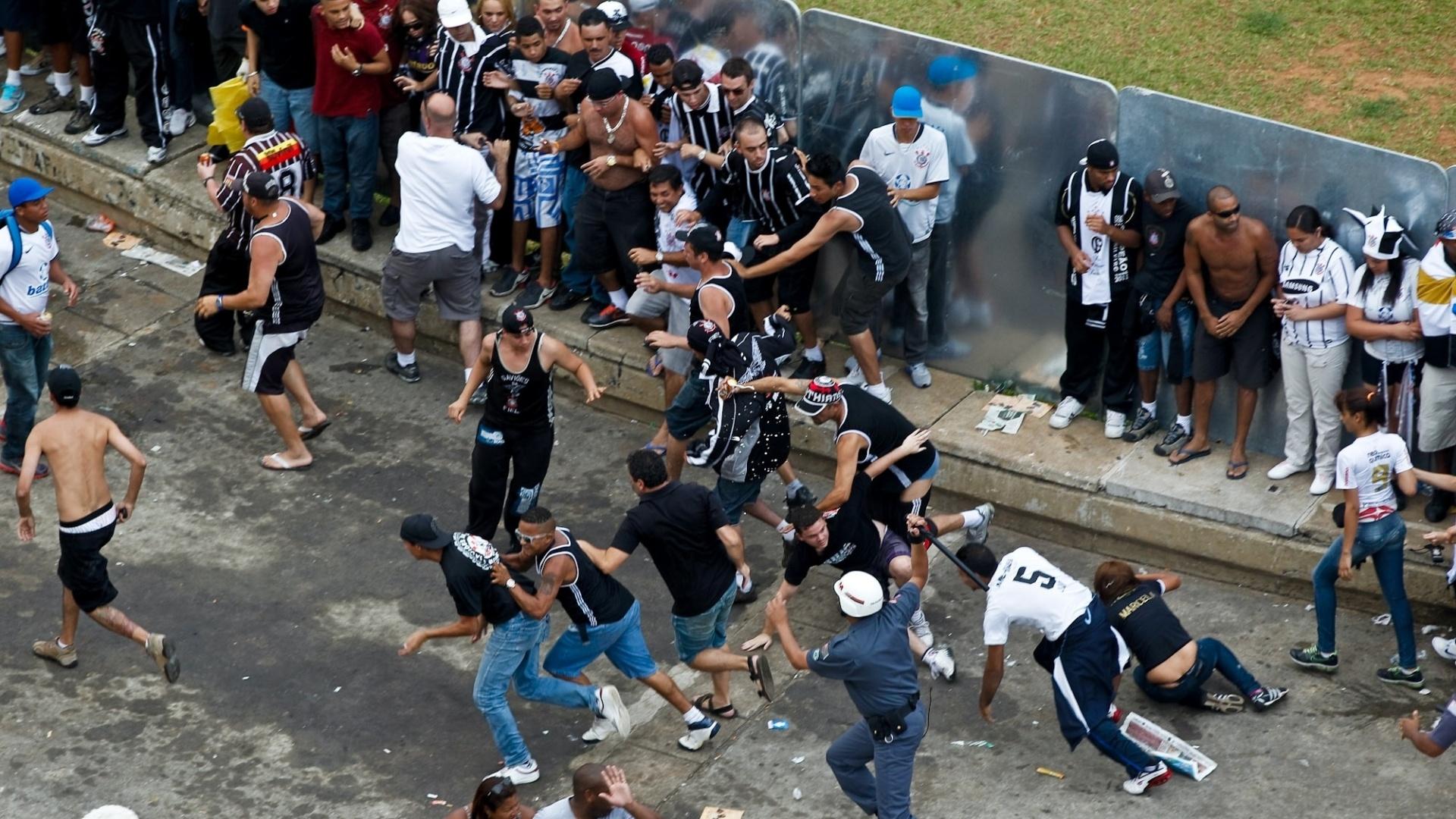 8ba928a612 10 exemplos de que torcedor visitante sofre no Brasil - Esporte ...