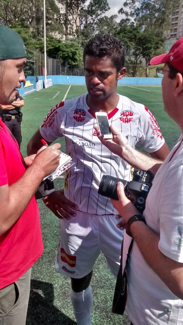 Fabrício dá entrevista antes do jogo Foto: arquivo pessoal