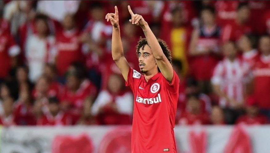 Valdívia comemora gol diante do The Strongest foto  AFP Photo - Vinicius  Costa 203a1065d036d
