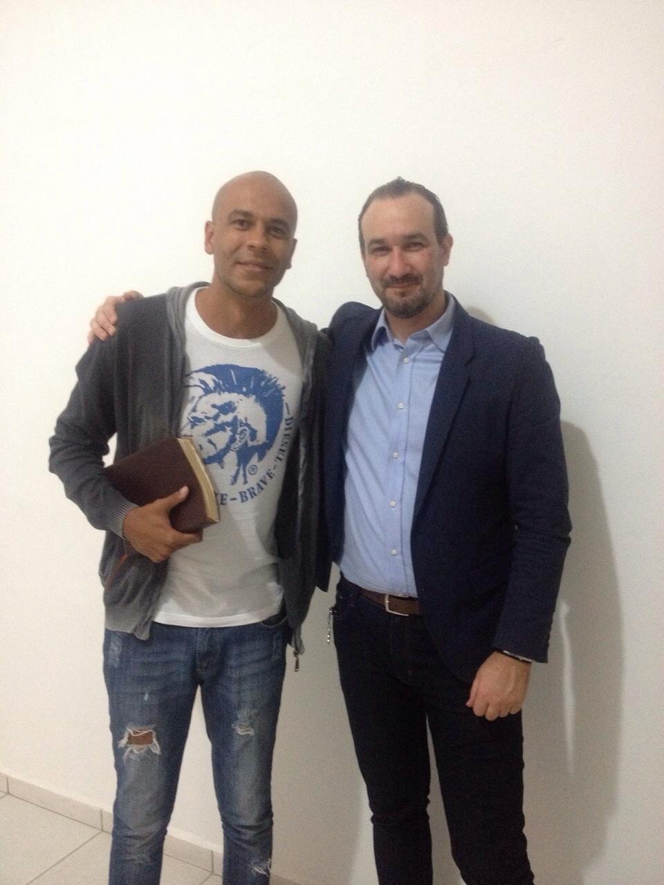 Alex enviou ao Blog do Boleiro esta foto com o Pastor Francisco de Moraes