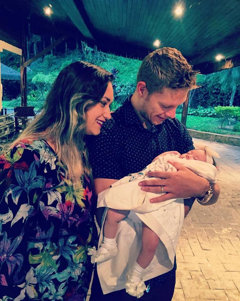 Marlone com a esposa Caroline e a filha Antonella