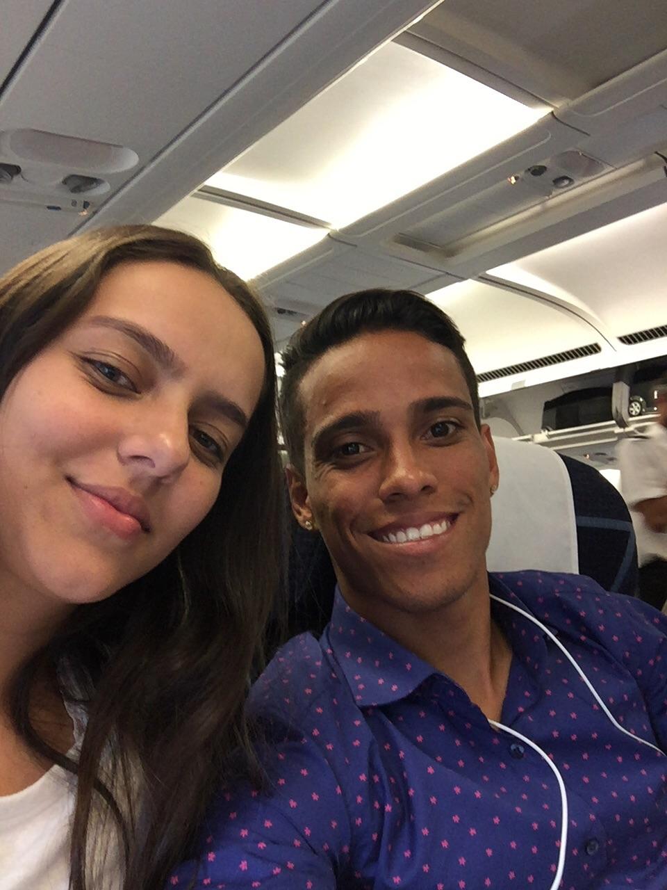 Wendell Lira e a esposa Ludmila no avião que decolou de São Paulo rumo a Zurique foto: Arquivo Pessoal