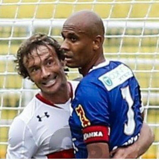 Contra o São Paulo, Alex Silva encarou Diego Lugano, com quem jogou trabalhou no São Paulo. Foto: site do Rio Claro