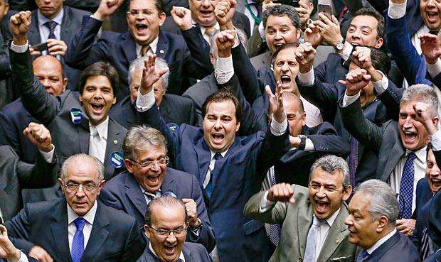 Rodrigo Mais comemora eleição para presdeinte da Câmara Foto: Pedro Ladeira/Folhapress