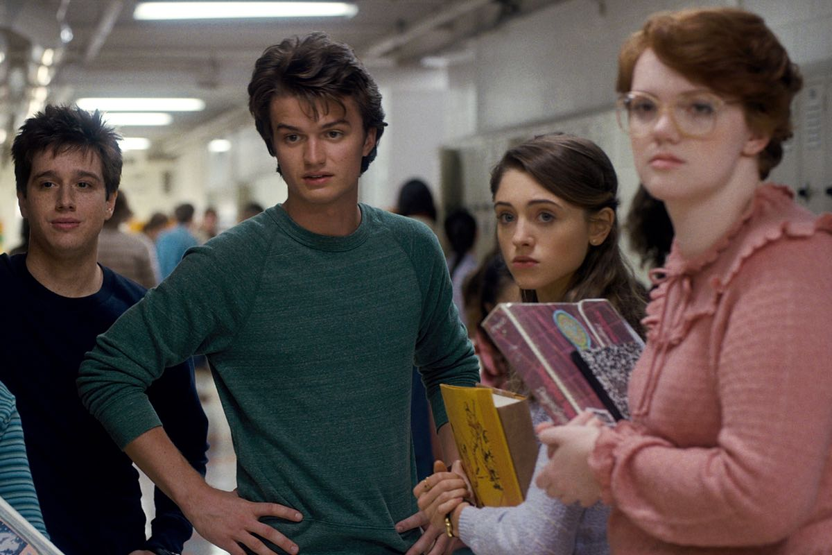 strangerthings-steve-nancy-barb