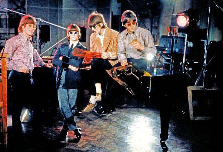 Os Beatles na sessão de fotos da contracapa de Revolver
