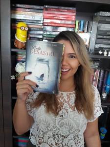 """Fernanda Faria: """"Se ele tiver um enredo que consiga prender a minha atenção, só vou parar quando terminar de ler, não importa quantas páginas tenha, dificilmente vou conseguir fazer o resto das minhas tarefas sem terminar o livro""""."""