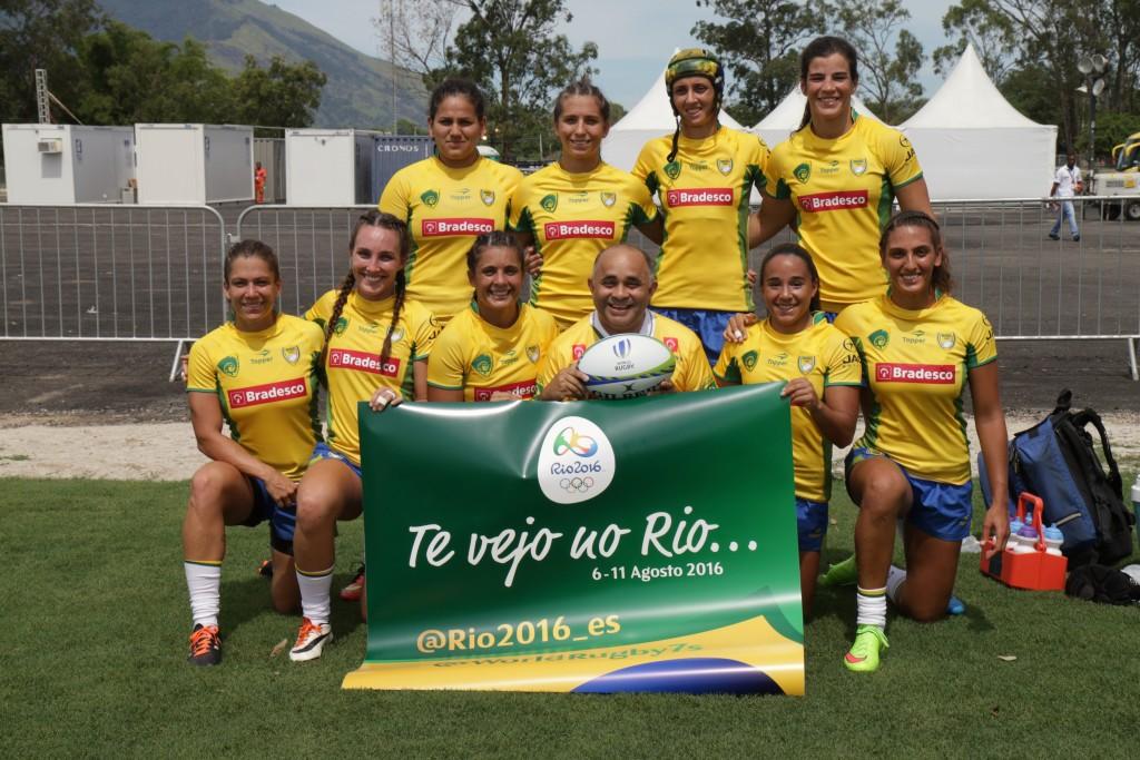 05/03/16 - Ministro do Esporte, George Hilton, com a Seleção Brasileira Feminina de Rúgbi . Foto: Francisco Medeiros