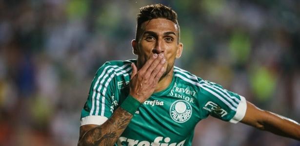 rafael-marques-comemora-terceiro-gol-do-palmeiras-contra-o-gremio-no-brasileirao-1442704329705_615x300