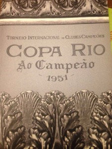 Capa do dossiê bilingue da Copa Rio de 1951, reconhecida pela Fifa como 1ª competição de relevância mundial entre clubes
