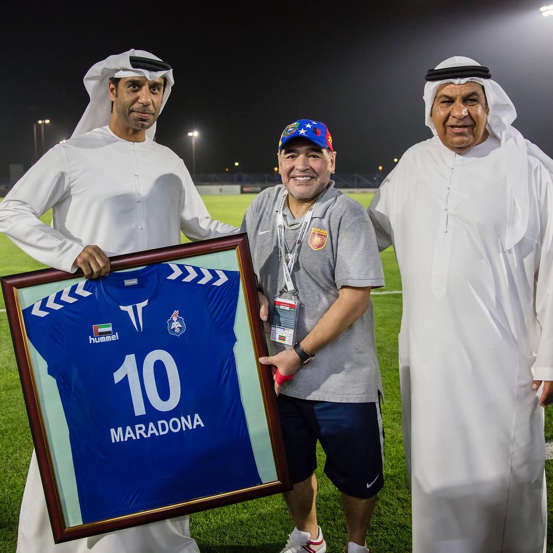 Orações e linha dura  a vida de Maradona na segundona dos Emirados ... b6e22db4f424d