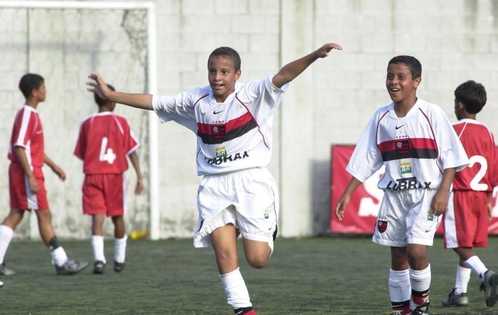Amizade da base do Flamengo chega à Copa via seleção espanhola ... 4462bfb72c4c5