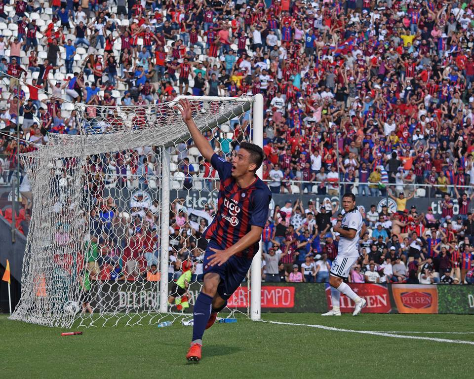b8f66c53d8268 Quem é o garoto de 14 anos que fez gol no maior clássico do Paraguai ...