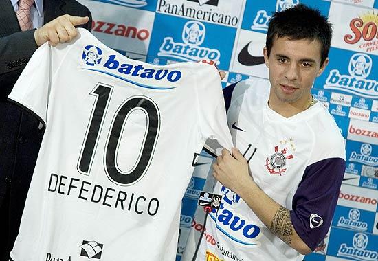"""Dez anos depois, decepção do Corinthians encara """"seca"""" e Série B argentina"""