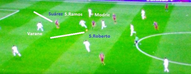 Sergi Roberto entra em diagonal entre Ramos e Modric e acionando Suárez no espaço criado para abrir o placar (Reprodução Fox Sports).