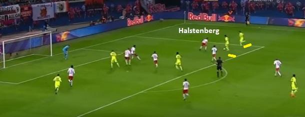 Flagrante do lateral Halstenberg sozinho pela esquerda contra dois adversários. O Leipzig assume alguns riscos defensivos com a proposta ousada (Reprodução: Fox Sports)