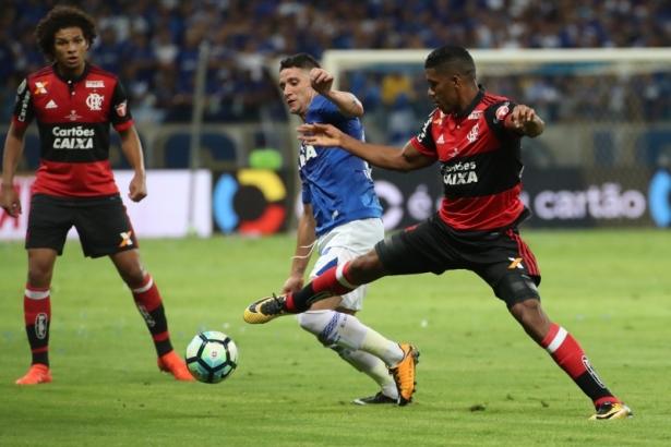 0bb39b911a Foto  Gilvan de Souza (Flamengo). O Cruzeiro ...