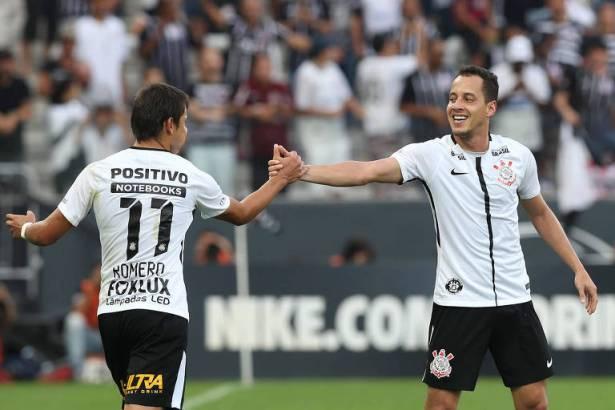 """6f051130ff Rodriguinho de """"falso 9"""" no dérbi conecta Corinthians 2011 12 ao de 2015"""