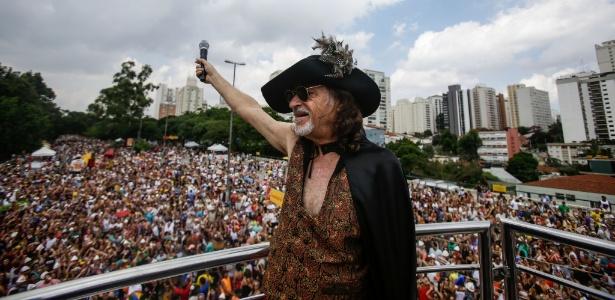 """Alceu Valença canta sucessos como """"Anunciação"""" e """"Diabo Louro"""" no desfile no Ibirapuera, dia 30."""