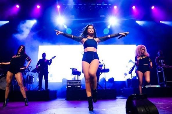 Anitta animará público com sucessos de seu repertório no Centro do Rio.