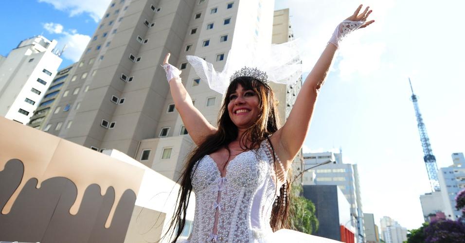 Alessandra Negrini é rainha de bateria do Baixo Augusta. Foto: Junior Lago/UOL