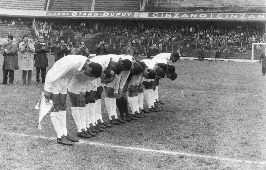 A tarde em que o Santos de Pelé foi reverenciado na Bombonera
