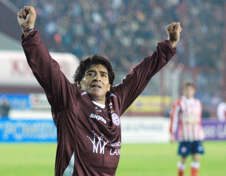 cba65a792b Maradona jogando pelo Lanús – Diário 26 Reprodução
