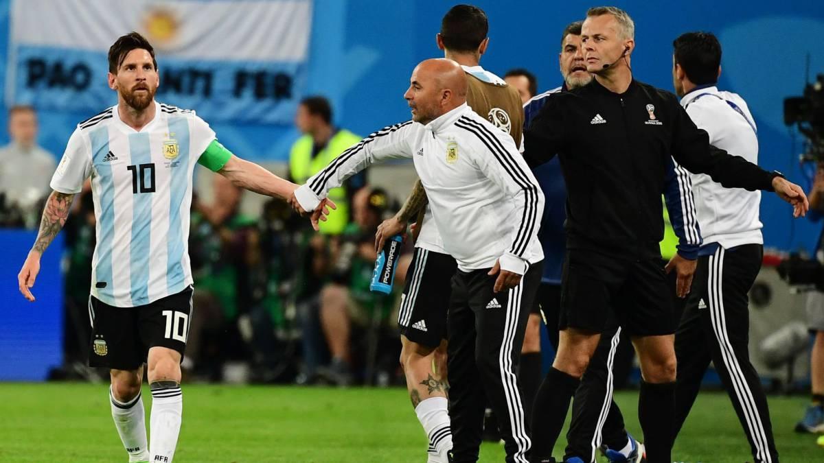 Messi decide  dar um tempo  da seleção argentina - Esporte - UOL Esporte 31b920f3b976d
