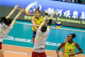 Ponteira, Natália jogou meio set contra a China como oposta