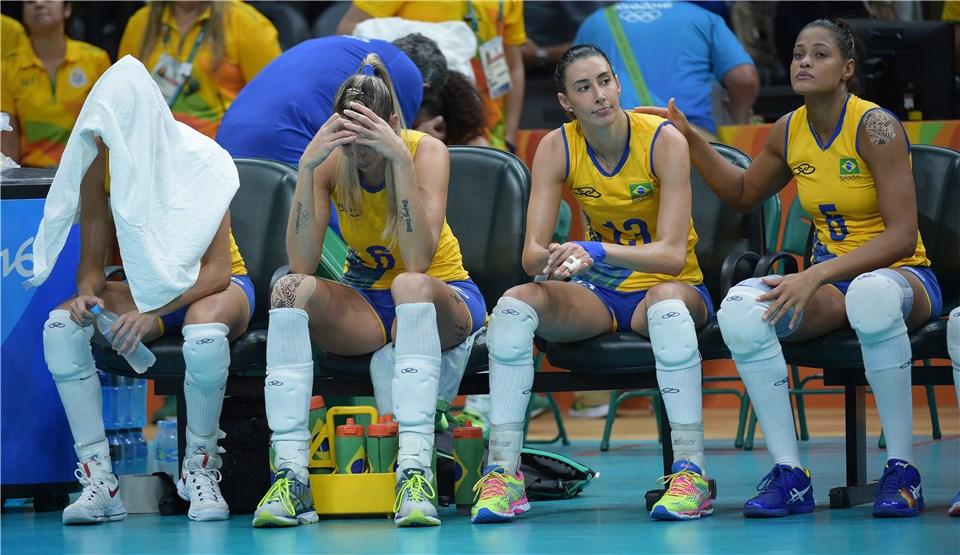O sonho do tricampeonato olímpico do Brasil acabou nas quartas de final (fotos: FIVB)