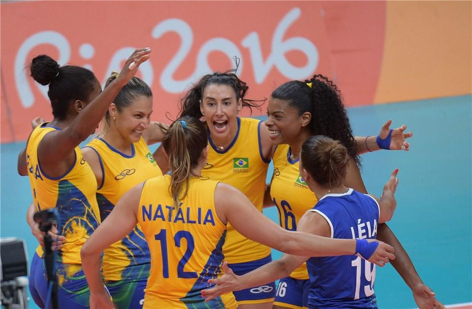 Contra a Rússia, taque do Brasil deu uma aula no Maracanãzinho (Foto: FIVB)