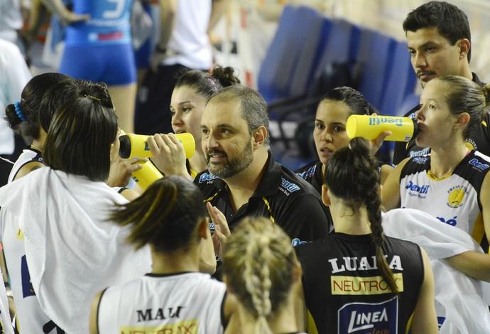 Picinin diz que Praia chega à Supercopa bem, mas não no nível desejado (Foto: Alexandre Arruda/CBV)