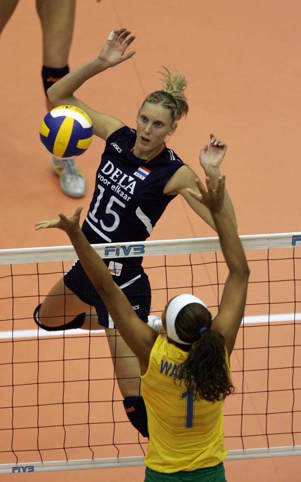 Ingrid Visser (1977-2013) encara bloqueio de Walewska: jogo duro contra Holanda