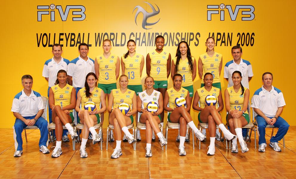 Jogadoras brasileiras, da esquerda para a direita: (de pé) Mari, Sheilla, Fabiana, Paula e Carol Gattaz, e (sentadas) Walewska, Renatinha, Carol Albuquerque, Fabi, Fofão, Sassá e Jaqueline