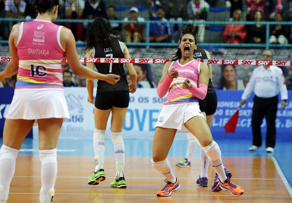 Paula Borgo comemora contra o Pinheiros (João Neto/Fotojump)