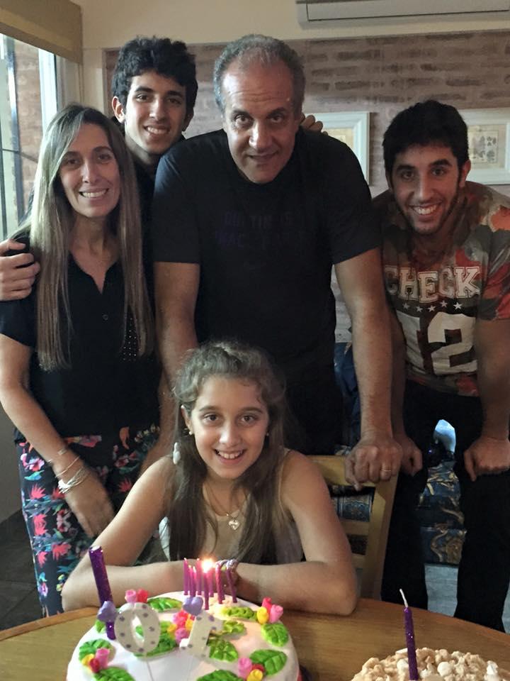 Família Mendez passou por dificuldades financeiras antes de a carreira de Marcelo engatar (Foto: Arquivo pessoal)