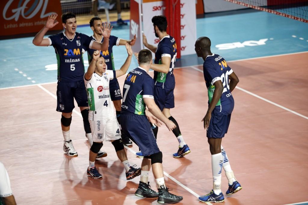Minas comemora contra Bento Vôlei (Orlando Bento)
