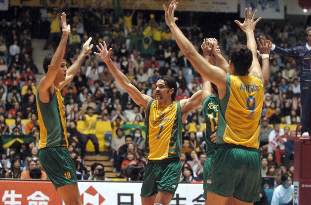 Seleção brasileira comemora durante a final do Mundial 2006 (fotos: FIVB)