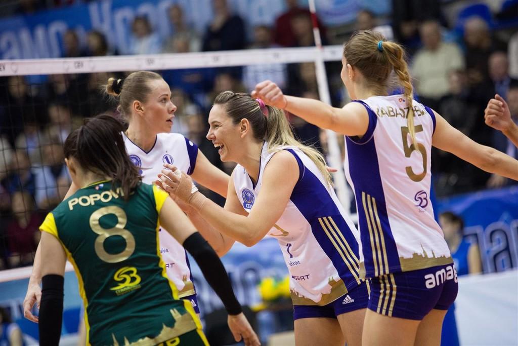 Fabíola (centro) se deu bem no duelo contra seu ex-clube (fotos: CEV)