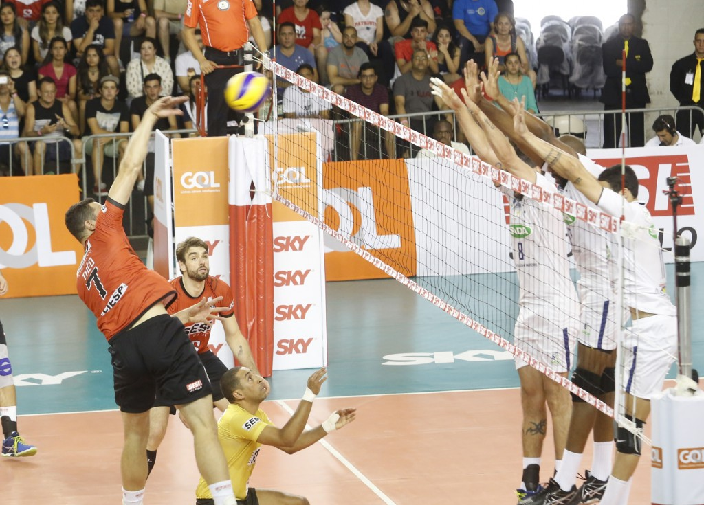 Sesi e Sada Cruzeiro disputaram cinco sets no sábado (Helcio Nagamine/Divulgação Fiesp)