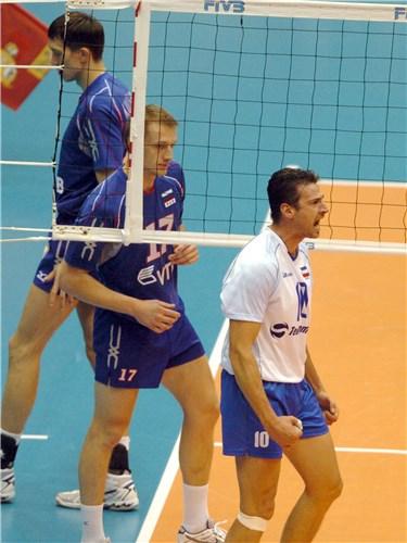 Derrota para a Sérvia de Vlad Grbic (10) complicou a Rússia já na estreia