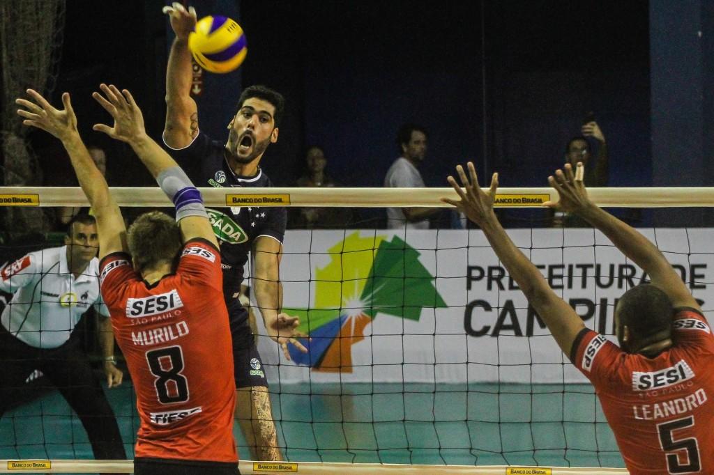 Sada Cruzeiro e Sesi disputaram uma semifinal emocionante (Bruno Miani/Inovafoto/CBV)