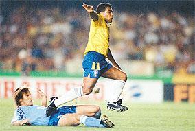 Ainda tri, seleção de futebol foi salva por Romário nas Eliminatórias (Foto: Folha Imagem)