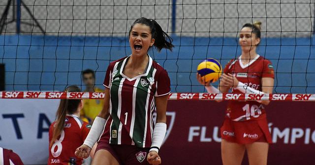 Lara vibra, Mari Cassemiro lamenta: Bauru perdeu quatro match points (Mailson Santana/Fluminense FC)