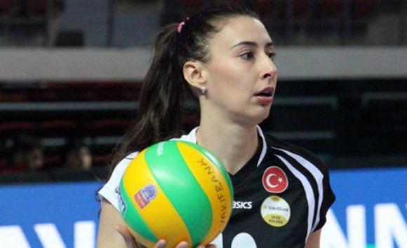 Nas duas últimas temporadas que jogou, Sheilla defendeu o Vakifbank, da Turquia (Foto: Divulgação)