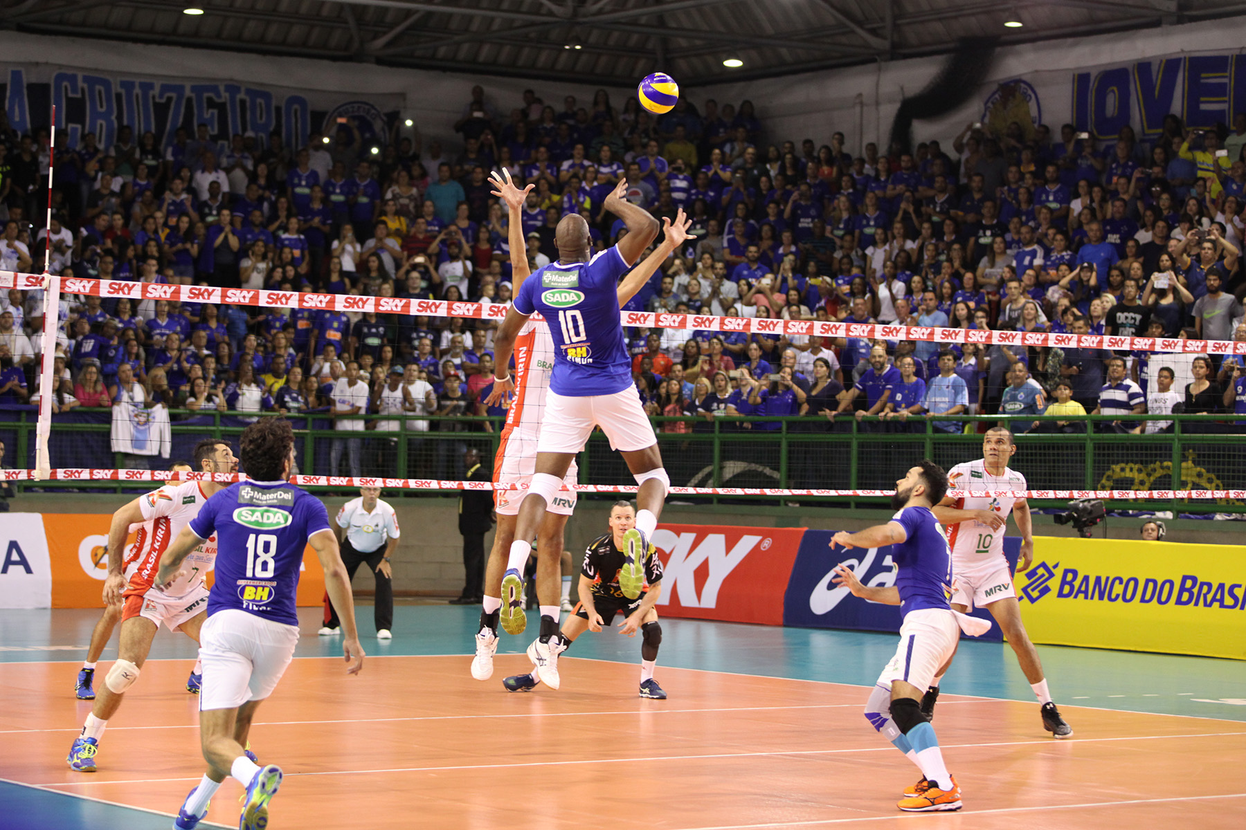 Cruzeiro derrotou o Brasil Kirin na semifinal (foto  Washington  Alves Inovafoto CBV) 36509d33b2b32