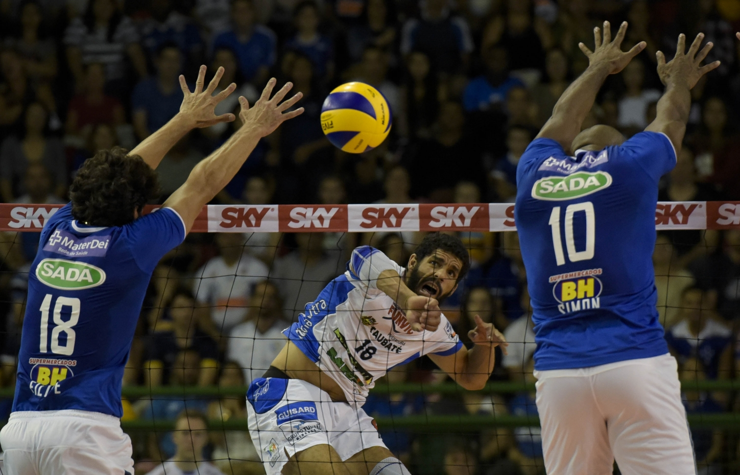 Cruzeiro e Taubaté decidem a Superliga neste domingo (foto  Washington  Alves Inovafoto CBV) 57205f07f70ea